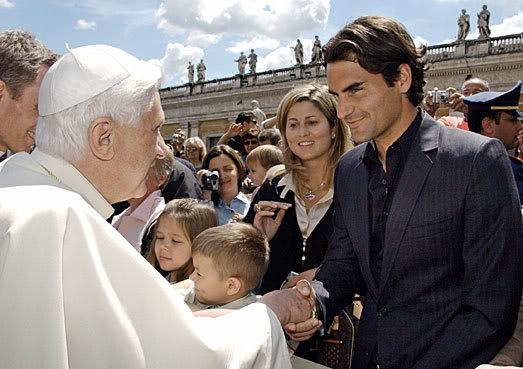Roger y otras celebridades Vatican060510popebenedictxvi06