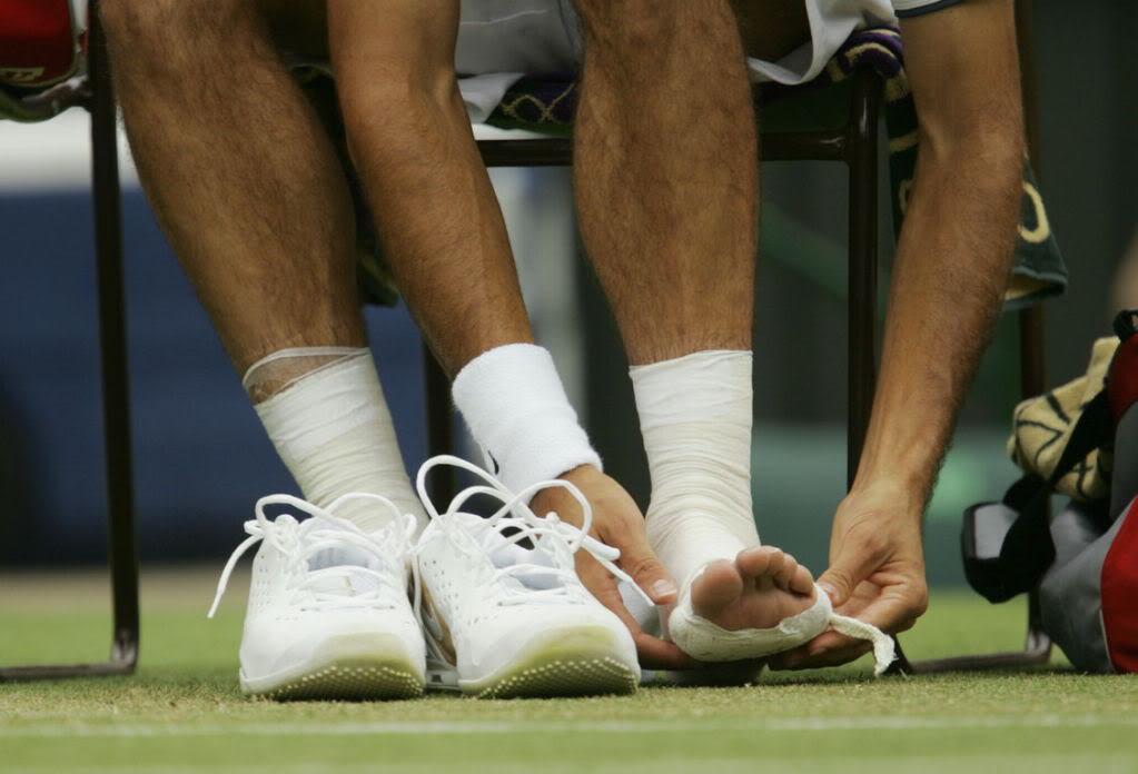 Los pies de Roger. Wimby050625r32restf01