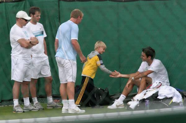 Roger y los niños Wimby090621practice11