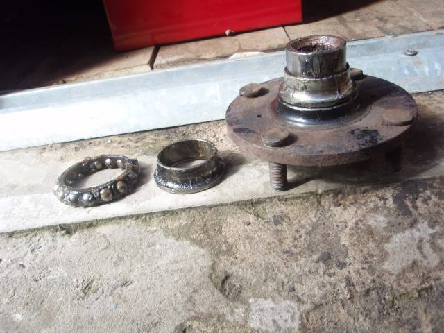 Replacing front bearings P4030009