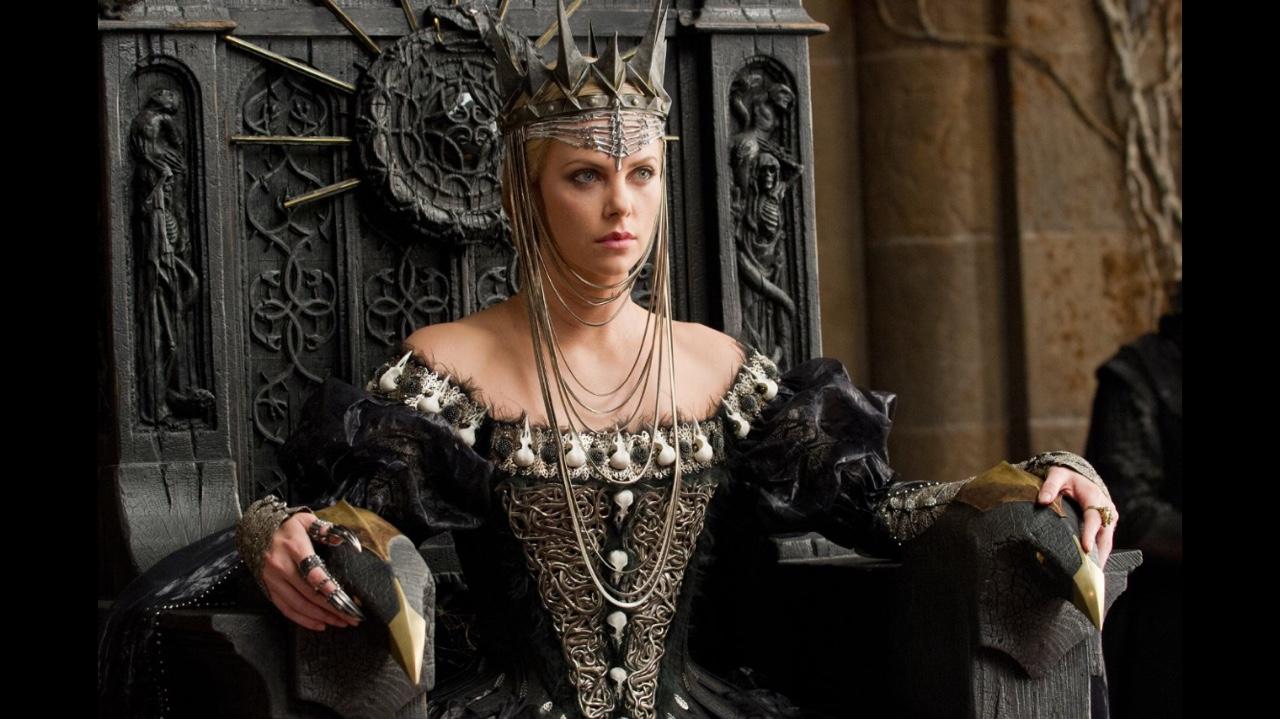 მსახიობები ,რომლებსაც დედოფლის როლი უთამაშნიათ !!! F077be7e4f2f4e633bf74c2f5b356a36
