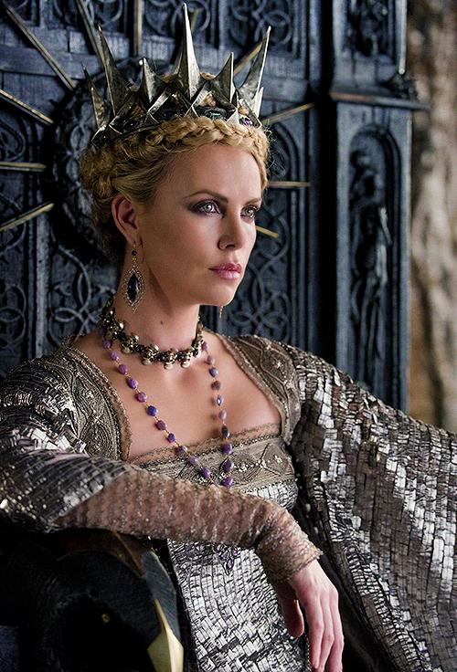 მსახიობები ,რომლებსაც დედოფლის როლი უთამაშნიათ !!! 8f8caea43fe558cc6bccc758f062623a
