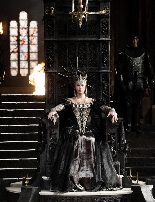 მსახიობები ,რომლებსაც დედოფლის როლი უთამაშნიათ !!! 6480430b3a4bc8124e43b188cfd57eba