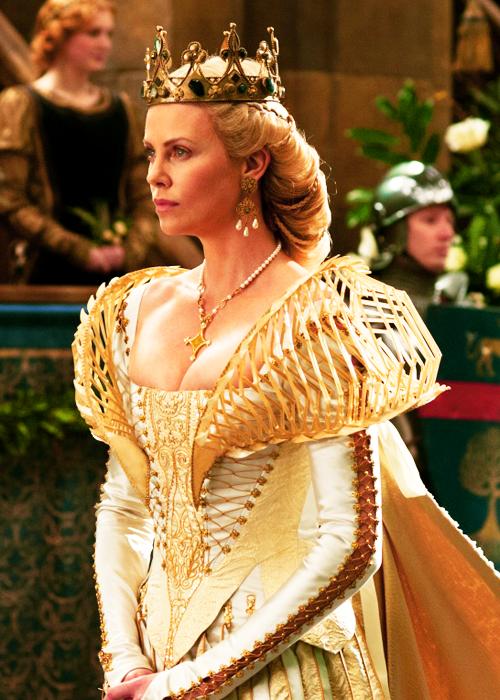 მსახიობები ,რომლებსაც დედოფლის როლი უთამაშნიათ !!! 12f5687ae06ab2e57bbcca842f0a81c4