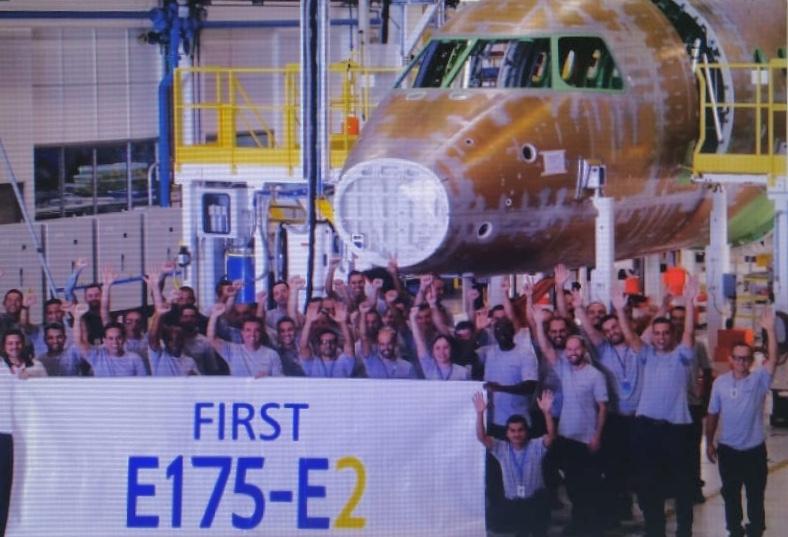 Embraer E-jet G2 (nouvelle génération) - Page 6 E175-E2%20first%20prototype_zpsqzo6grms