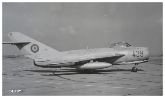 Aeronave militare - Pagina 15 MiG-17FatOtopeniAirportin19901991mod20112011