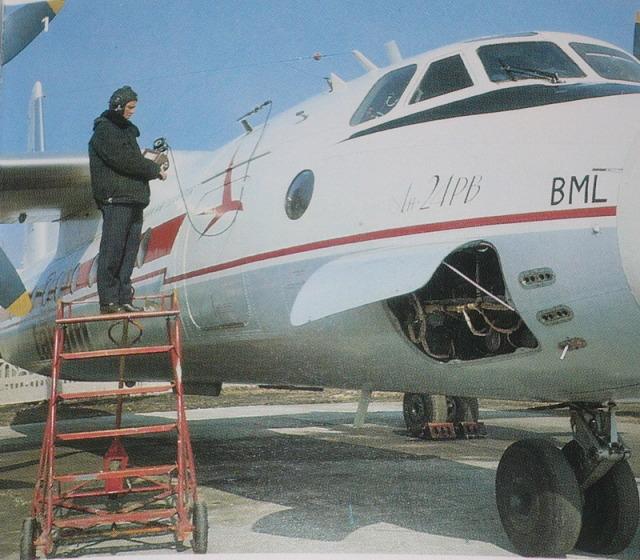 An-24, An-26 si An-30 - Pagina 8 YR-BMLclose-upAN-24RVmod17022012