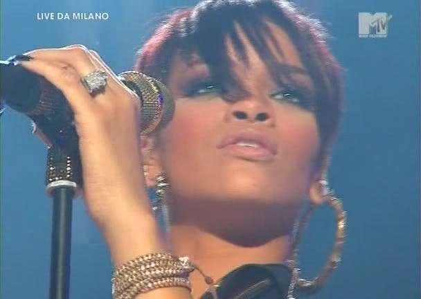 Take a bow live Milan 2008 HQ RihannaTakeabow-Milan-onyvideosb-1