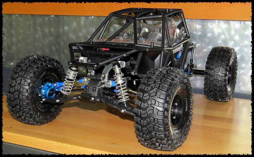 WRAITH Axial - Ultra4 Maxxis cage G-marc G04 - Page 3 B1B%20Bomber_09