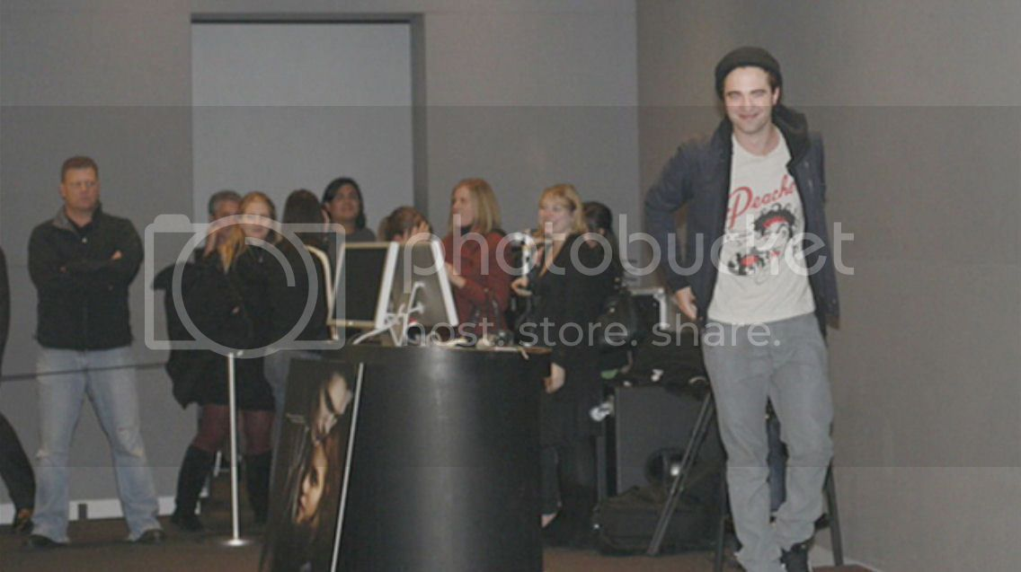 Flashback 2008... Rob @ Apple Store de NY, avec Catherine  New-Rob-and-Cath-pictures-from-Twilight-Meet-the-director-and-actor-2008-cuuute-twilight-series-8722422-1136-637