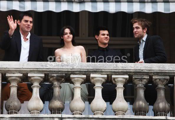 Robert Pattinson, Kristen Stewart , Taylor Lautner et Chris Weitz, à Paris, le 10 Novembre 2009... - Page 2 92952491