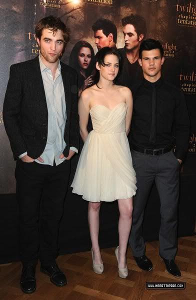 Robert Pattinson, Kristen Stewart , Taylor Lautner et Chris Weitz, à Paris, le 10 Novembre 2009... - Page 2 Pcall1-1
