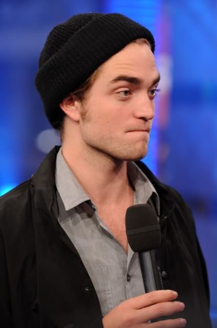 New/Old Cute Pictures of Rob Promoting Twilight at TRL (2008)  10-1