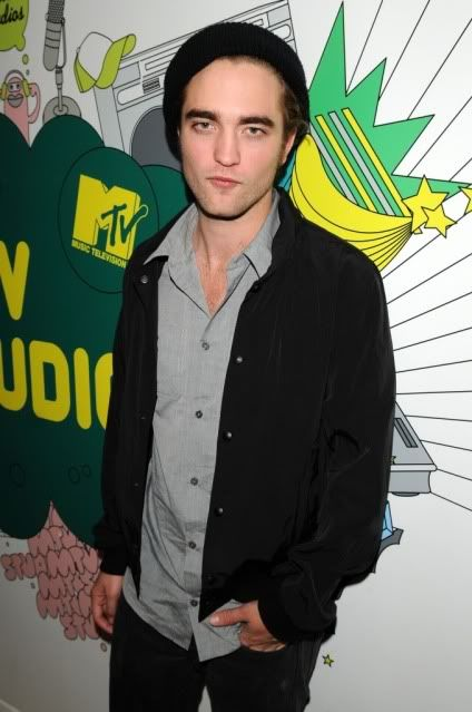 New/Old Cute Pictures of Rob Promoting Twilight at TRL (2008)  12