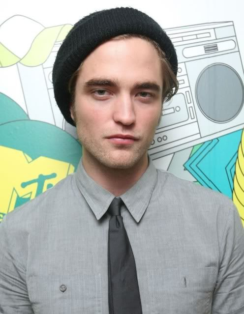 New/Old Cute Pictures of Rob Promoting Twilight at TRL (2008)  15-1