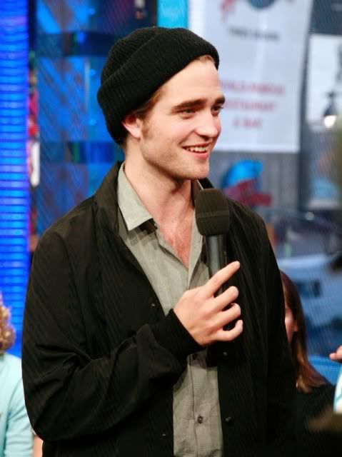 New/Old Cute Pictures of Rob Promoting Twilight at TRL (2008)  16