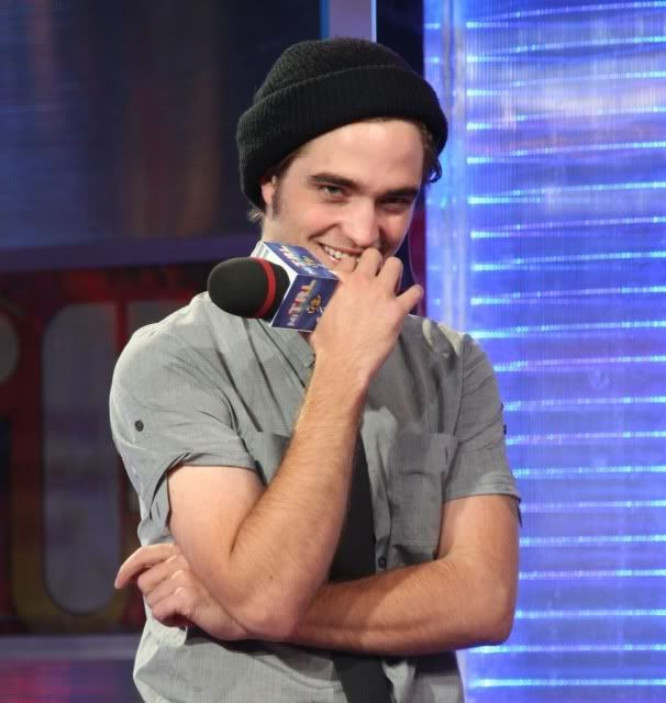 New/Old Cute Pictures of Rob Promoting Twilight at TRL (2008)  18