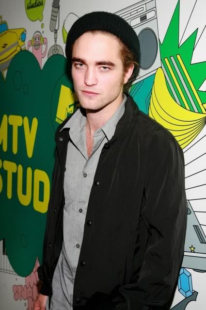 New/Old Cute Pictures of Rob Promoting Twilight at TRL (2008)  2-2