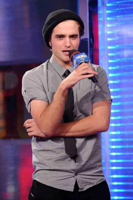 New/Old Cute Pictures of Rob Promoting Twilight at TRL (2008)  22