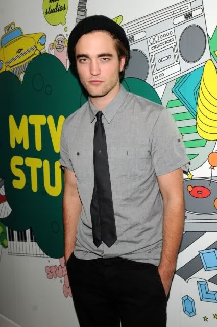 New/Old Cute Pictures of Rob Promoting Twilight at TRL (2008)  24-2