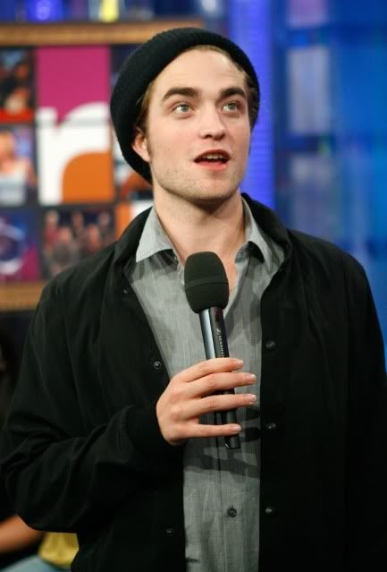 New/Old Cute Pictures of Rob Promoting Twilight at TRL (2008)  3-1
