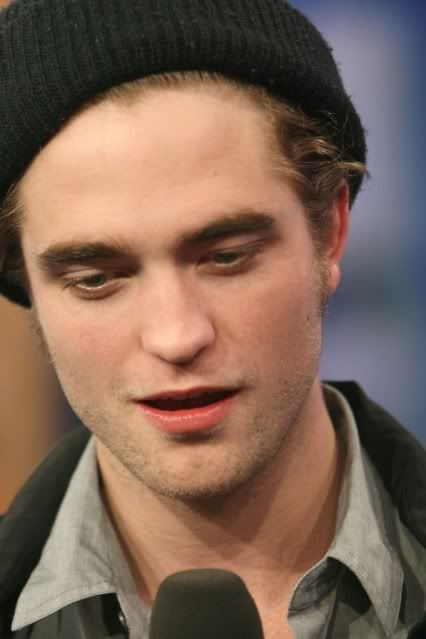 New/Old Cute Pictures of Rob Promoting Twilight at TRL (2008)  4-1