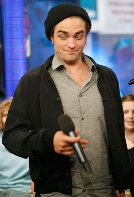 New/Old Cute Pictures of Rob Promoting Twilight at TRL (2008)  6-1