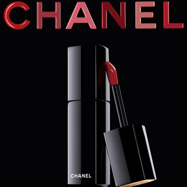 Chanel Chanel-et-son-rouge-a-levres-rouge-