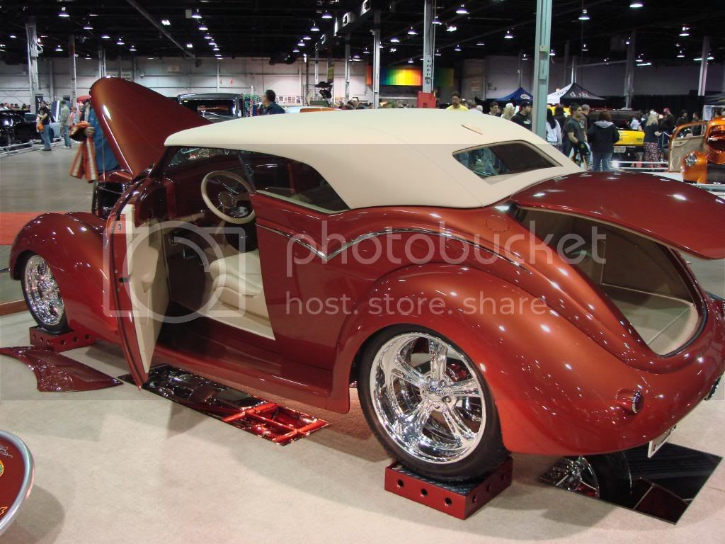 Day 3 of 4 at World of Wheels Chicago 2010. Less pics, nicer rides! DSC03513