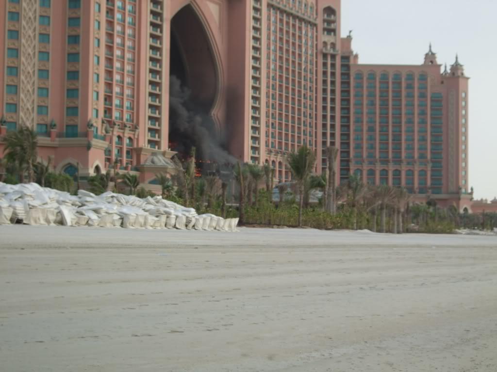 صور احتراق فندق اتلانتس جميرا..اعظم فندق في دبي.. Image004-6