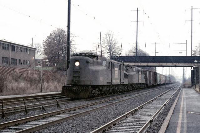 Locos US 800px-Penn_Central_No_4801_