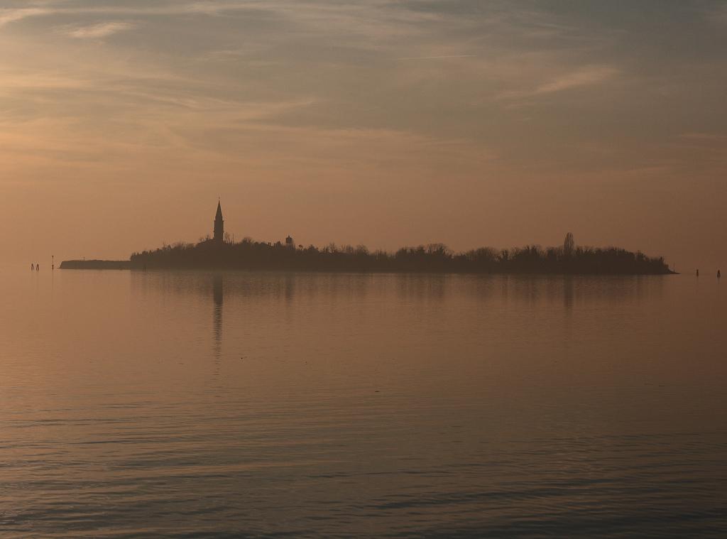 Lugares Embrujados:Poveglia: La Isla De Los Muertos Veneciana. Isla1_zps17acce48