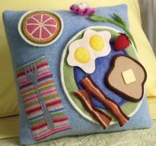 Betz White - Cucito BreakfastPillow2
