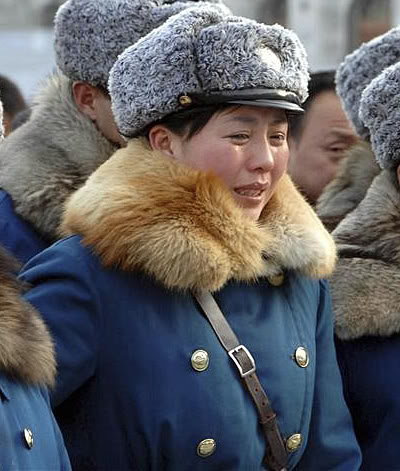 Pyongyang Traffic Girls Crying And Mourning Dear Leader Kim Jong-Il  TAcae