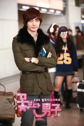 صور Kim Joon من فرقة T-Max  151004014_L