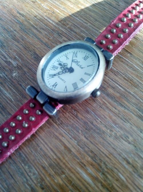 Стильные часы 9cb288e20f43df77ed22df7da97f4164