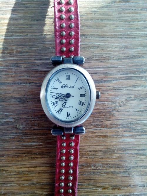 Стильные часы 071d5a3abe43a1cb096fbbb526fa1969