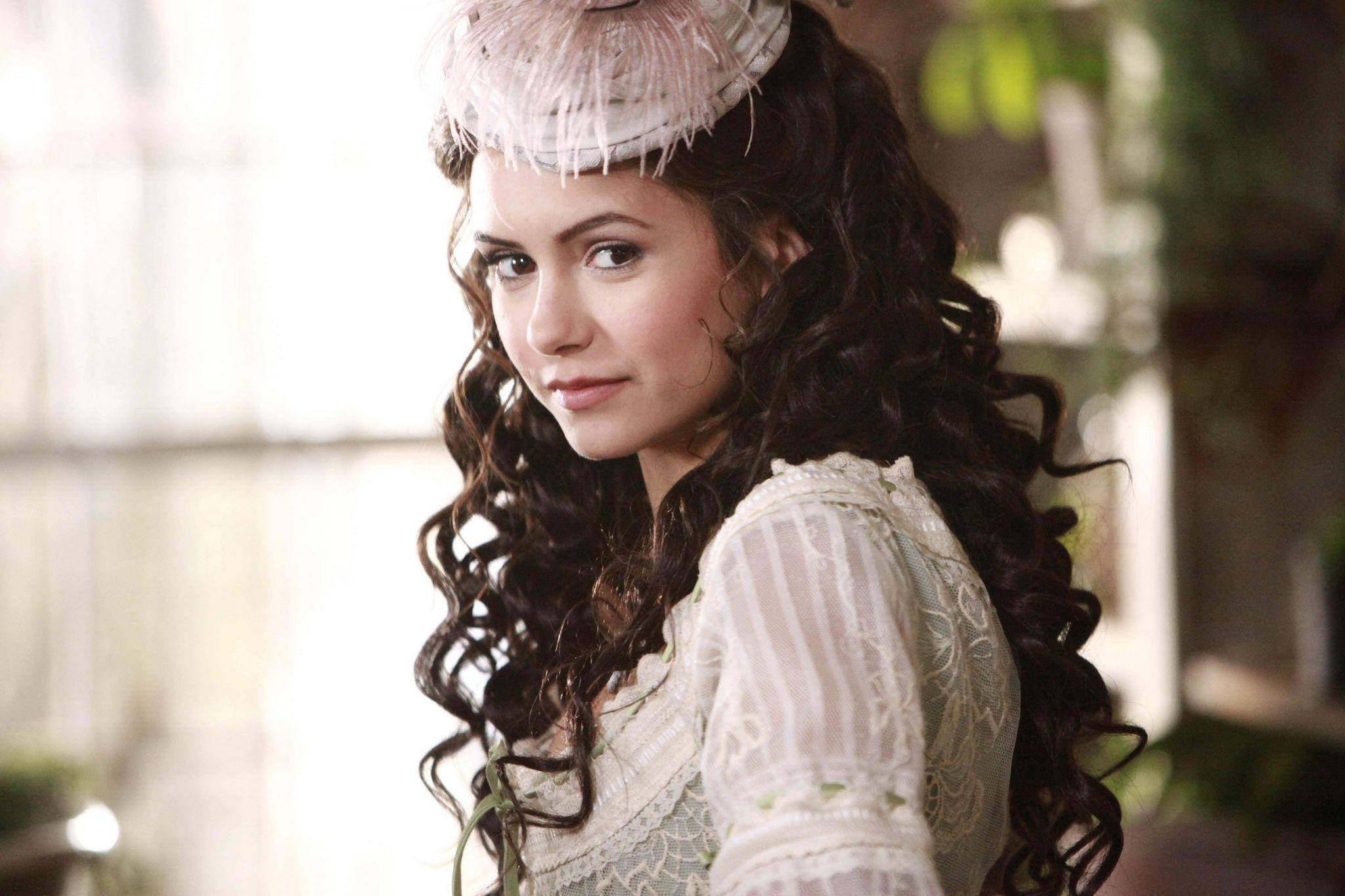 მსახიობები ,რომლებსაც დედოფლის როლი უთამაშნიათ !!! E1f3e933a609c0cd5b1815eeb3220163