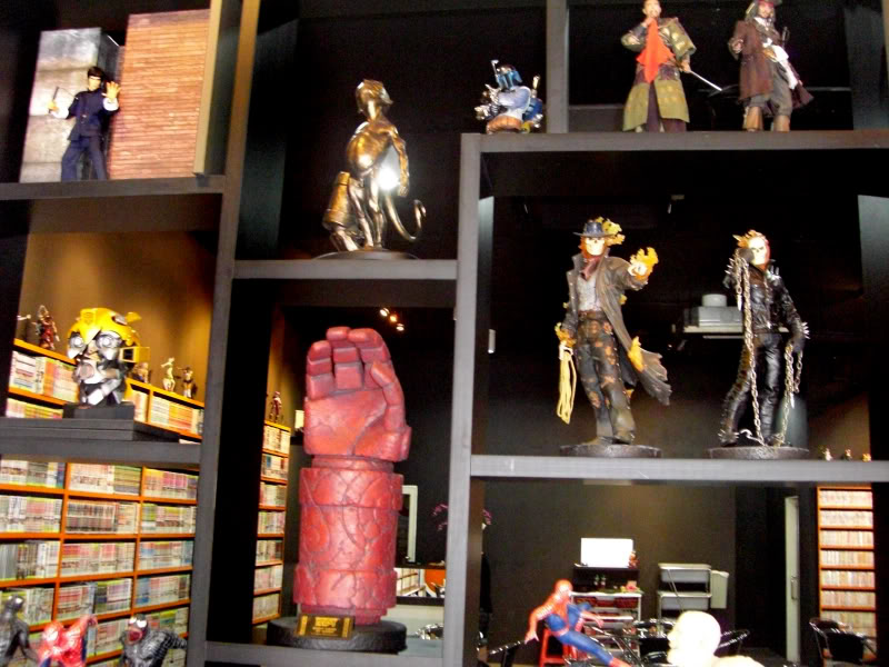 le 1er sideshow collectibles  bar (Carefree Cafe) 14