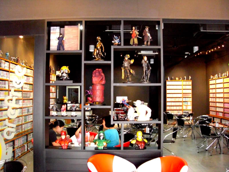 le 1er sideshow collectibles  bar (Carefree Cafe) 6