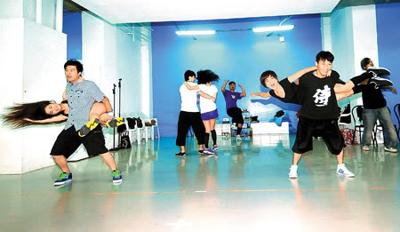 s.h.e dance rehearsal for the upcoming concerts in Hong Kong Ellaone3