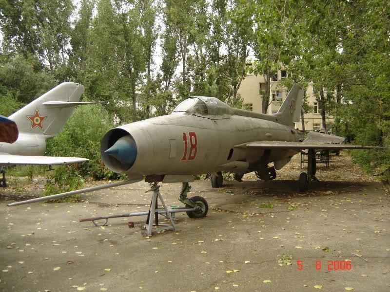 """Avioanele din Colegiul Tehnic de Aeronautica """"Henri Coanda"""" - Pagina 2 DSC01643"""