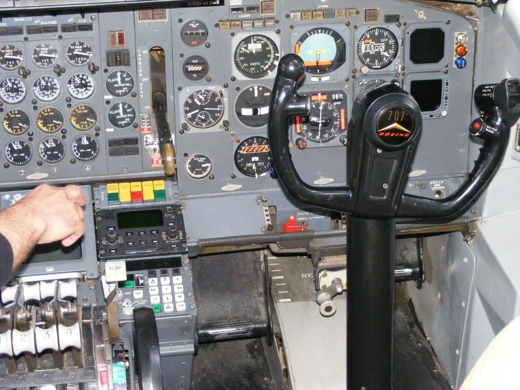 Air Force Unu (ROMAVIA/Boeing707-3K1C/YR-ABB) - Pagina 4 DSCF0039