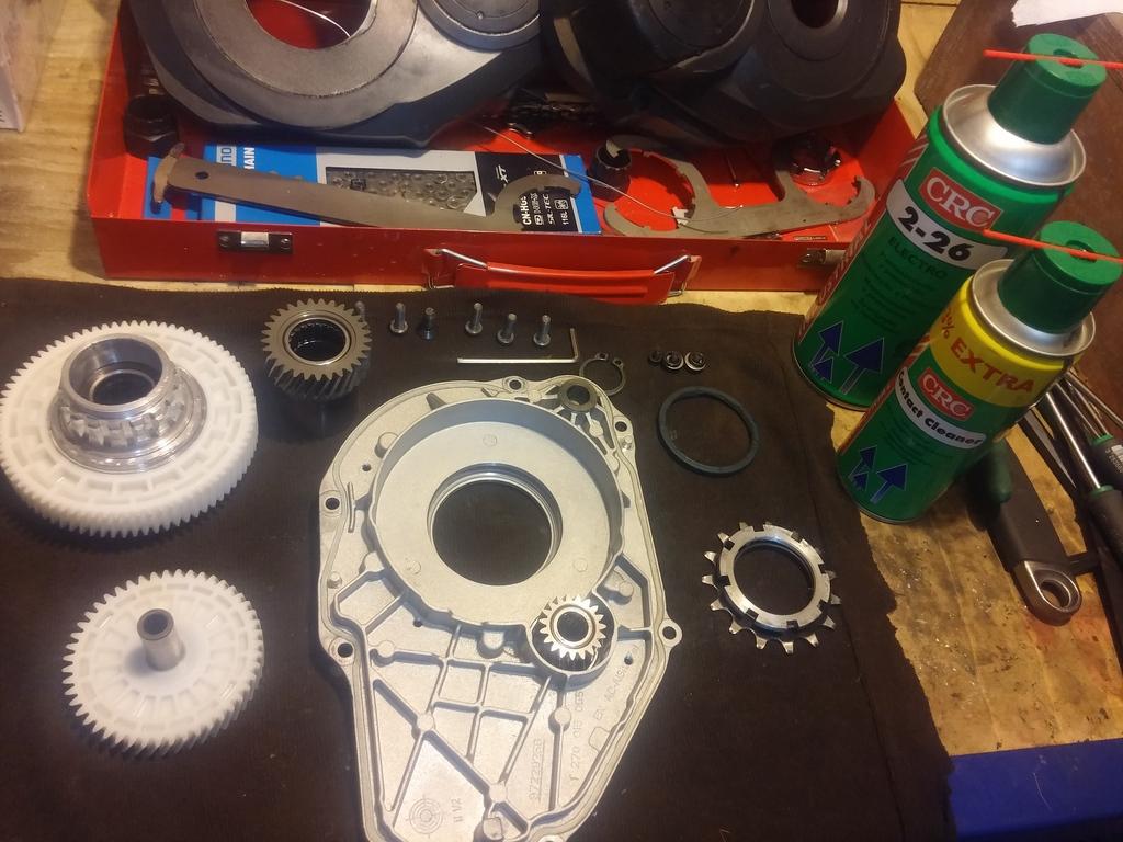 Despiece y mantenimiento motor Bosch Performance 2015 tutorial Componentes%20limpios_zpsyam121l9