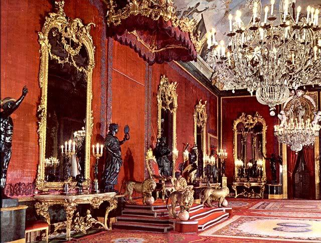 Exposition « Trônes en majesté, l'autorité et son symbole » - Page 3 Salon_Trono