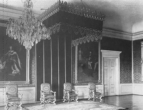 Exposition « Trônes en majesté, l'autorité et son symbole » - Page 3 Thronsaal_002konigsberg