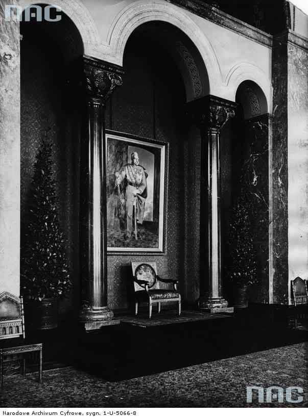 Exposition « Trônes en majesté, l'autorité et son symbole » - Page 3 Throneroom2