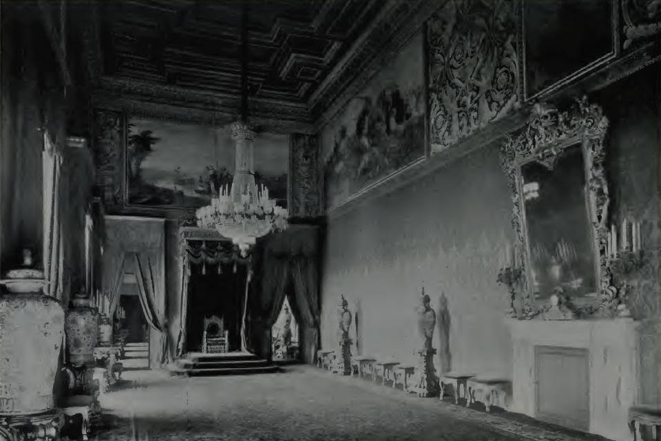 Exposition « Trônes en majesté, l'autorité et son symbole » - Page 4 Tronequirinale