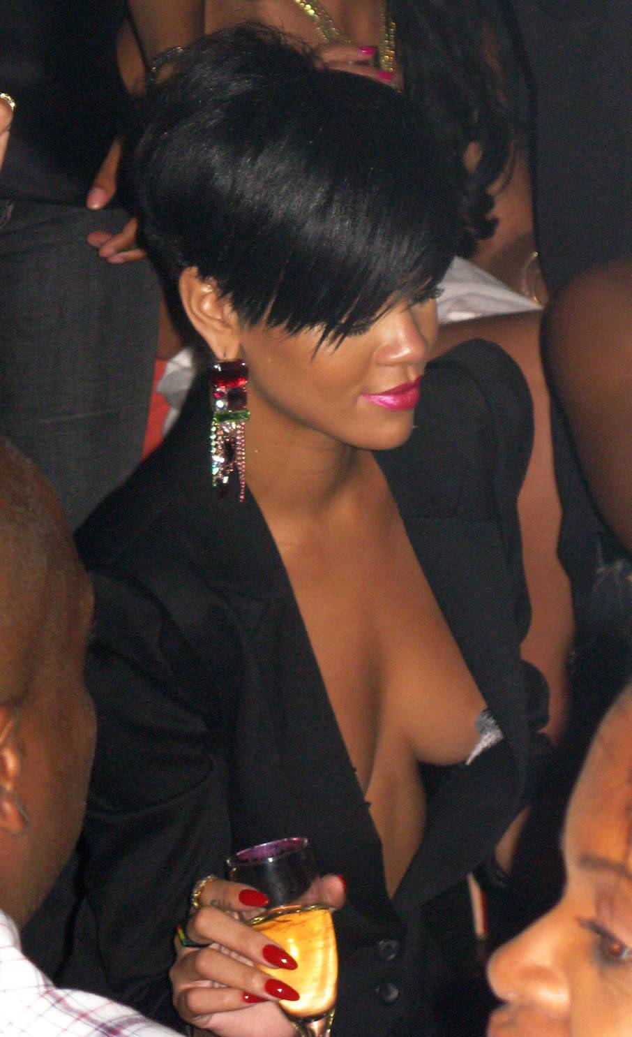 Rihanna showing her Tits Fb36ac2e