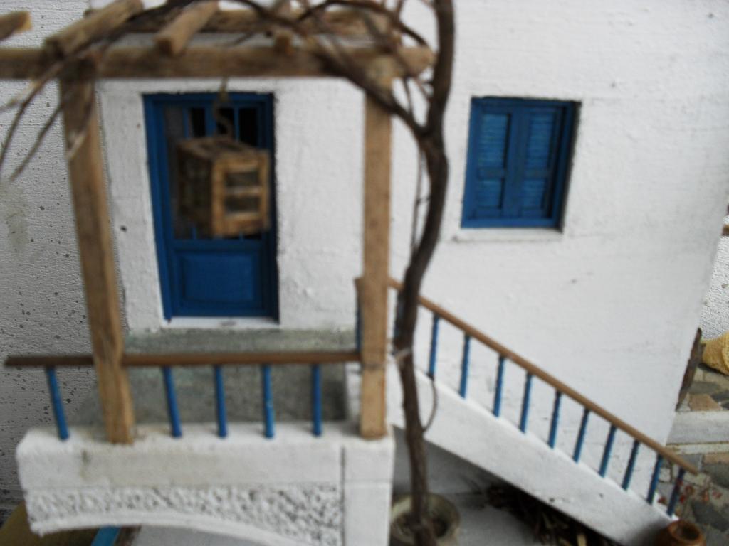 Διόραμα νησιώτικο σπίτι με θέμα  '' Για Ένα Ποτήρι Γάλα '' SDC11861_zps4100547f